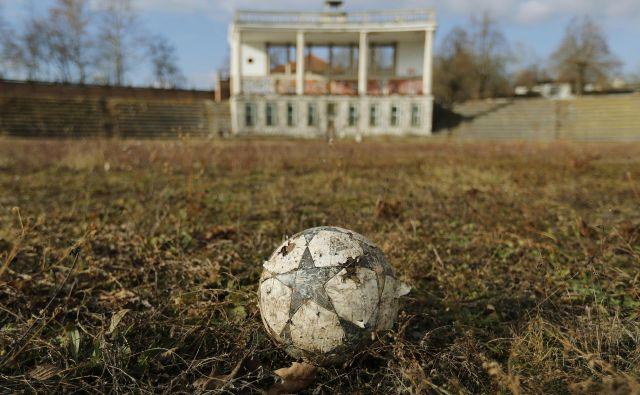 Plečnikov stadion v Ljubljani zaradi zapletov z dovoljenji na prenovo čaka že dolga leta. Foto Leon Vidic