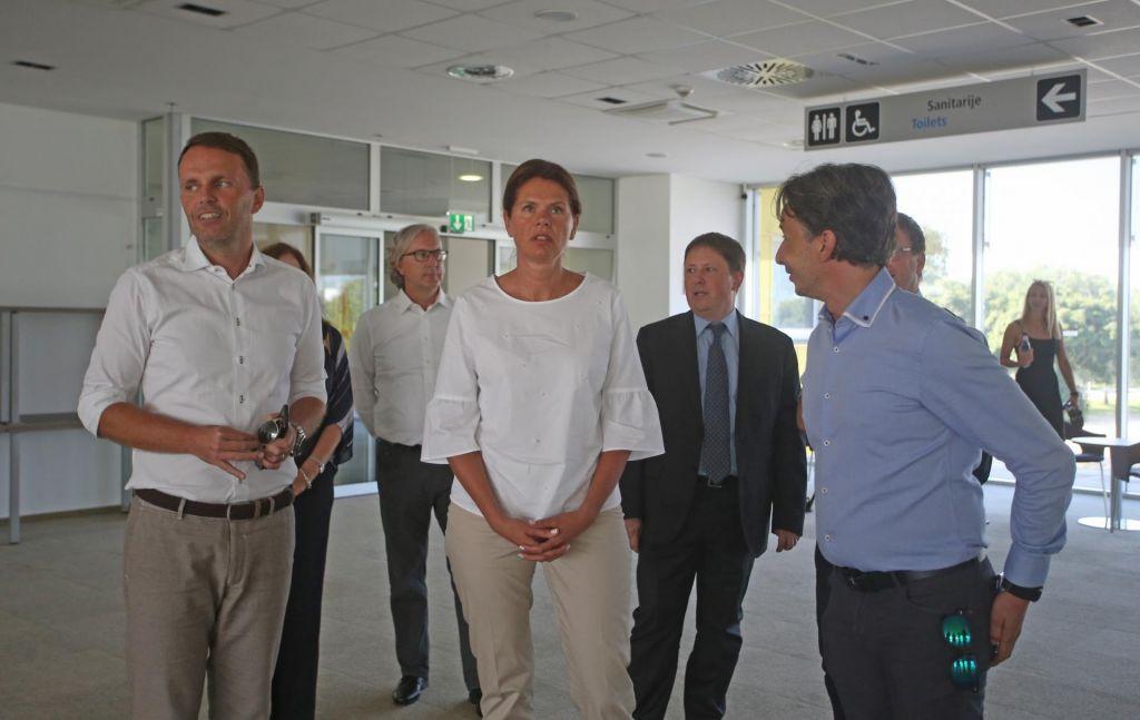 FOTO:Bratušek: Raje dam plače zaposlenim, kot vračam Evropi
