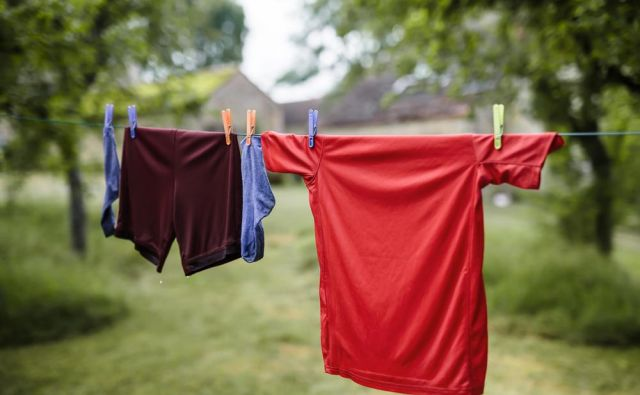 Za sušenje ne uporabljajte sušilnih strojev, najboljše je sušenje na zraku. <strong>Ne likajte.</strong> Foto: Shutterstock