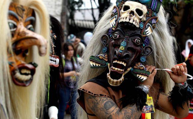V mehiškem mestu Tonala poteka katoliški praznik Tastuanes, posvečen apostolu svetemu Janezu. FOTO: Ulises Ruiz/AFP