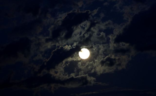 Te dni mineva 50 let od prvega pristanka človeka na Luni. Velik dogodek brez primere. A za kaj gre v resnici? Foto Dejan Javornik