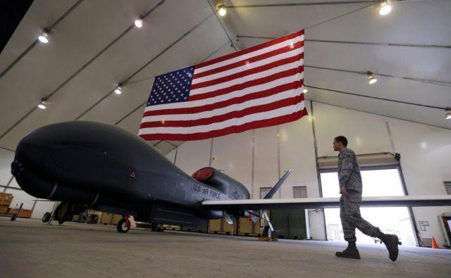 Američani trdijo, da jenjihovo brezpilotno letelo nad odprtim morjem, Iran pa, da je bilo v njihovem zračnem prostoru. Foto Reuters