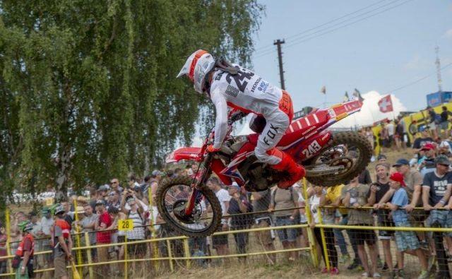 Tim Gajser je na letošnjih 13 dirkah za svetovno prvenstvo kar dvanajstkrat osvojil stopničke. Tudi danes v Loketu, kjer je bil drugi. FOTO: HRC