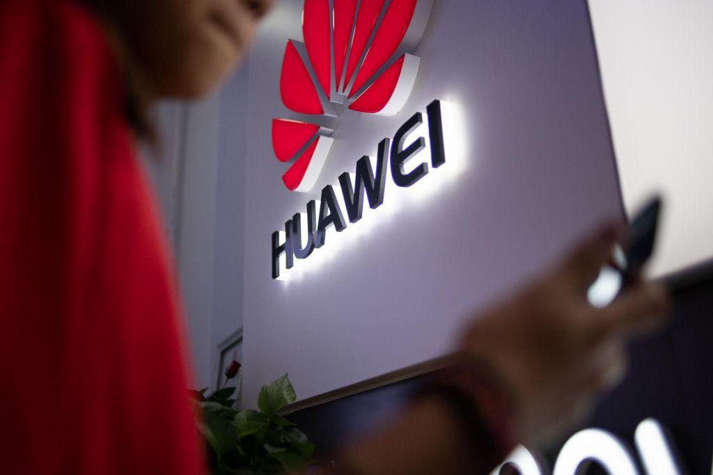 Huawei naj bi na Češkem skrivaj zbiral osebne podatke