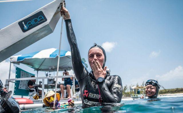 Alenka Artnik se je s plavutjo potopila do tja, kjer ni bila pred njo še nobena ženska. FOTO: Alex St. Jean