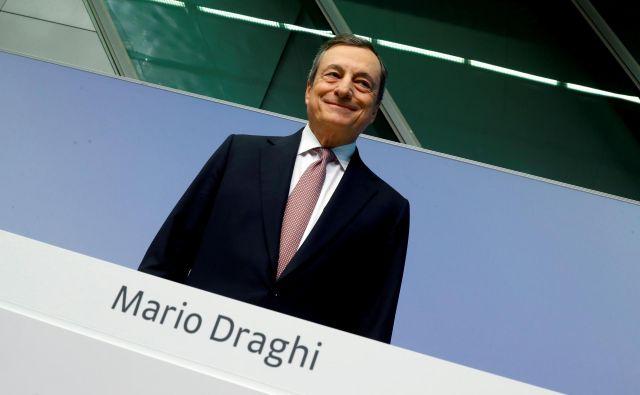 Z izjavo, da bo ECB »naredila vse, kar je treba, da ohrani evro«, in da »bo to, kar bo storila, tudi dovolj«, je Draghi pred sedmimi leti odločilno preprečil takrat grozeči razpad evrodežele. Foto Reuters