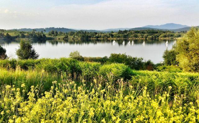 Kočevsko jezero je Mančnino najljubše, prevsem zaradi spominov na otroške in mladostniške dni. FOTO: osebni arhiv