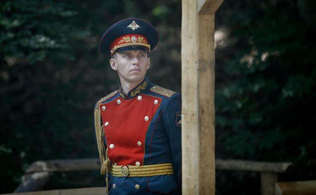 Del protokola ob polaganju vencev so bili tudi ruski gardisti. FOTO: Blaž Samec/Delo