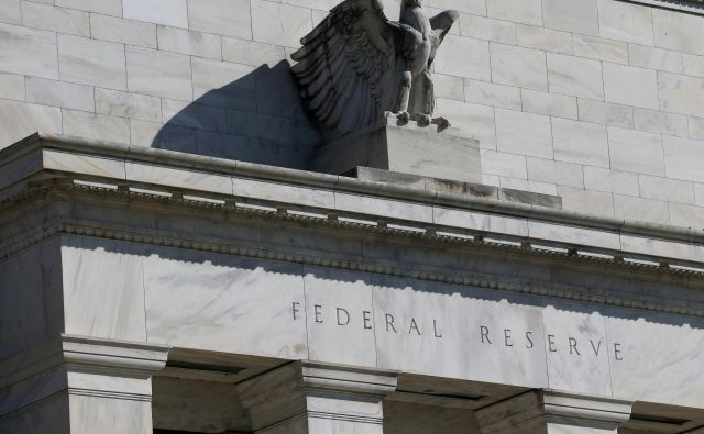 FILE PHOTO: Federal Reserve Board building on Constitution Avenue is pictured in Washington, U.S., March 19, 2019. REUTERS/Leah Millis Foto Leah Millis Reuters