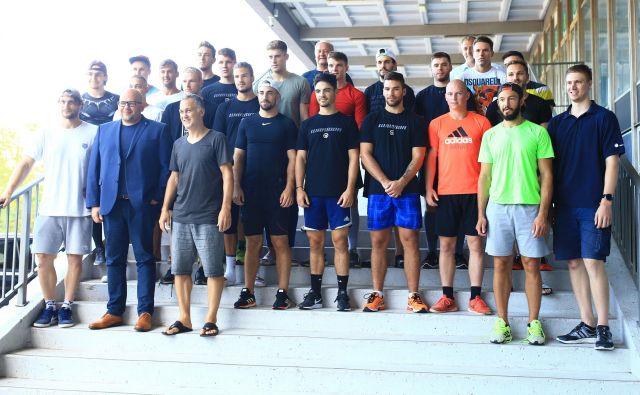 Hokejisti SŽ Olimpije so nasmejano vstopili v novo sezono. FOTO Tomi Lombar/Delo