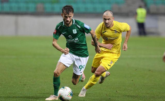 Asmir Suljić (levo) je dolžnik z gostovanja v Turčiji, Tončija Mujana pa v Malmöju čaka tekma leta.<br /> FOTO: Voranc Vogel/Delo