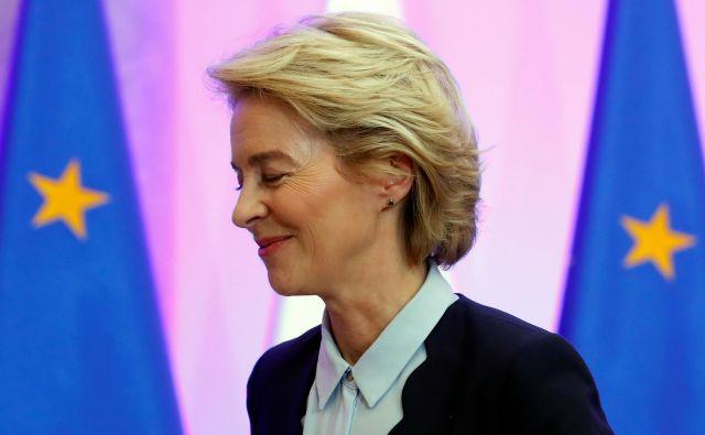 Ursula von der Leyen bo z današnjim obiskom Hrvaške v svoje prvo potovanje po dveh velikih in pomembnih članicah EU, Franciji in Poljski, vključila še eno od manjših članic EU.FOTO: Kacper Pempel/Reuters