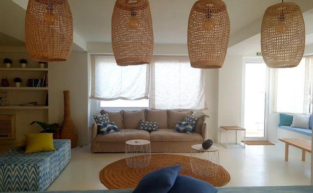 Ratan, rafija, protje in bambus so nekateri materiali, ki se vračajo v interierje, z njimi pa prijeten naravni slog opreme. Foto A. Z.