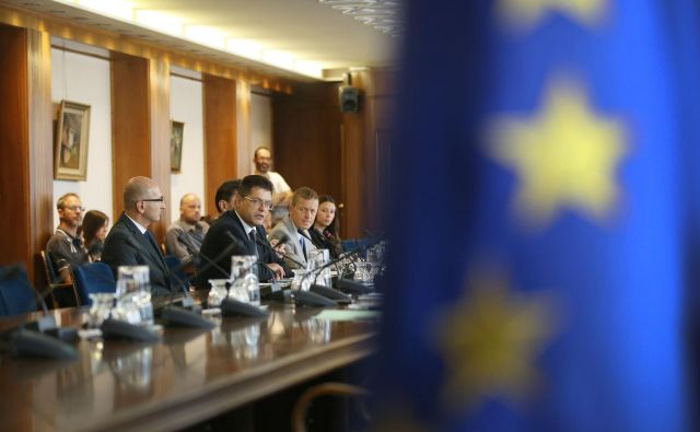 Pomanjkljivost našega prihodnjega komisarja (za širitev, ki je ne bo?) je v tem, da ni enakega kova kot vrhunski evropski politiki, in pomembno vprašanje je, ali jim bo kos. FOTO: Leon Vidic/delo