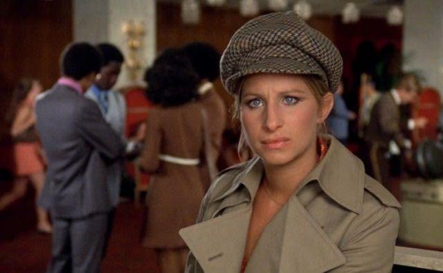 Ena od Bogdanovichevih največjih uspešnic je bil film <em>Zakaj te očka pušča samo</em> iz leta 1972 z Barbro Streisand in Ryanom O&#39;Nealom.<br /> Foto Promocijsko Gradivo