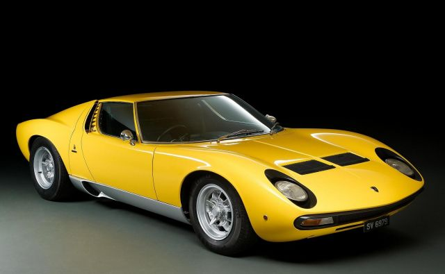 Za lamborghinija miuro, enega najlepših superšportnih avtomobilov vseh časov, je treba imeti na bančnem računu vsaj dober milijon evrov. Foto Lamborghini