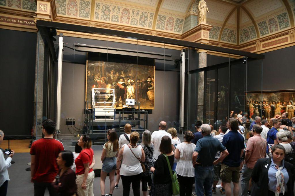 FOTO:V Rembrandtovem letu obnavljajo njegovo slovito sliko