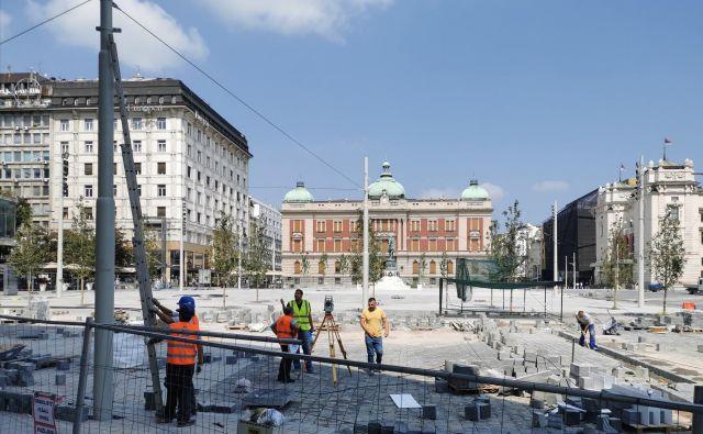 Trg republike, do nedavnega srce mesta in glavno prometno vozlišče v starem Beogradu, bo po prenovi sodoben trg z veliko ploščadjo. Foto: Milena Zupanič