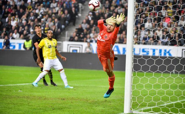 Vratar Kenan Pirić je bil najboljši posameznik izjemno dramatične tekme v Areni prijateljstva. FOTO: Reuters