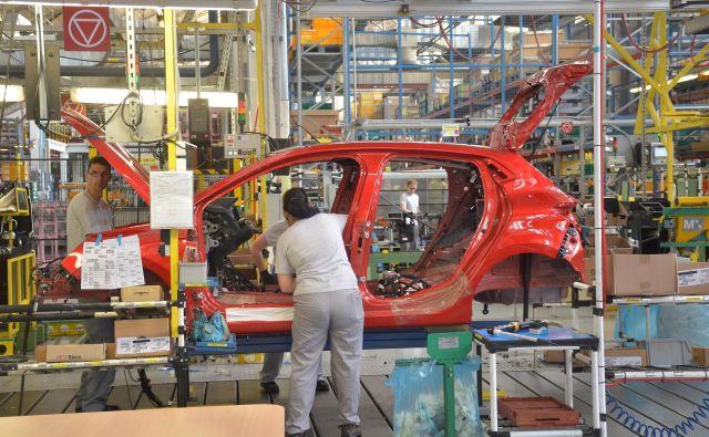 Renault clio v oddelku montaže.<br /> Foto Gašper Boncelj