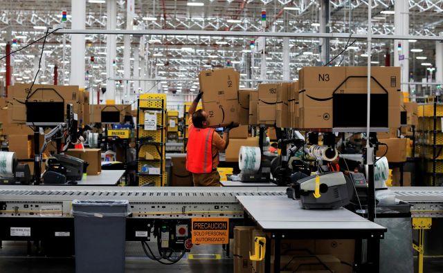 Da bi prodajalce še bolj spodbudili k ekološkemu početju, jim pri Amazonu že zdaj za vsako ekološko embalažo, ki jo pošljejo v svet, dodajo en dolar. Foto: Reuters