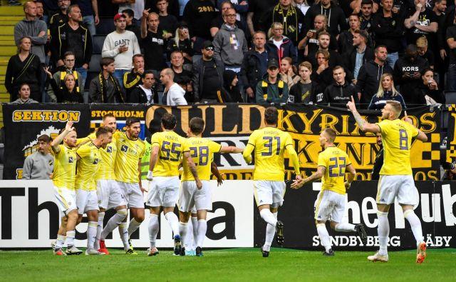 Simbolika, nogometaši Maribora so na Švedskem v rumenih dresih slavili napredovanje. Rumena barva športne opreme je sicer nacionalna barva za švedske športnike. FOTO: Reuters