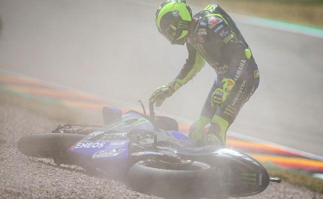 Letošnjo sezono Valentina Rossija so zaznamovali padci. FOTO: Motogp.com