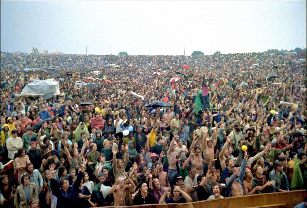 Dobrih štirinajst dni pred začetkom je Woodstock tudi uradno odpovedan