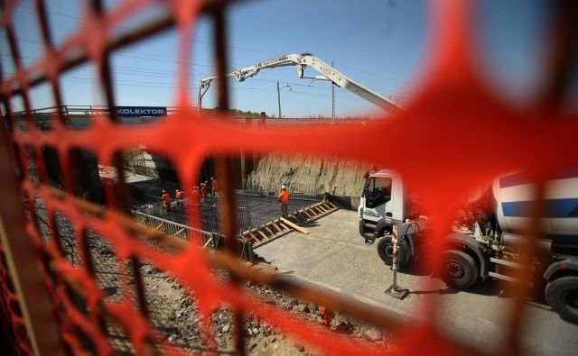 NSi opozarja na nedopustne prakse pri velikih infrastrukturnih projektih. FOTO: Jure Eržen/Delo
