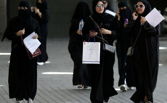 Savdske ženske, starejše od 21 let, bodo kmalu lahko pridobile potni list, ne da bi za to morale prositi moškega, in imele prosto pot pri odhodu iz države. FOTO: Faisal Nasser/Reuters
