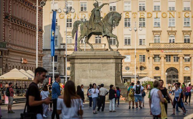 Čeprav so kazalniki življenja na Hrvaškem razmeroma nespodbudni, je Ursula von der Leyen ob obisku Zagreba dejala, da je država izredna zgodba o uspehu. Foto Zvonimir Barisin/Cropix