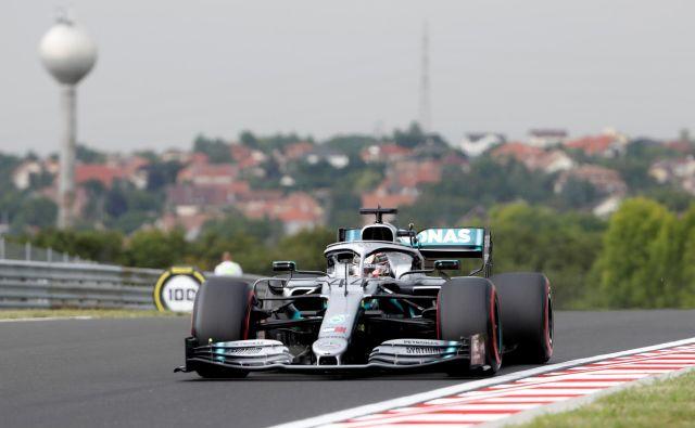 Lewis Hamilton se na Hungaroringu izvrstno počuti. FOTO: Reuters