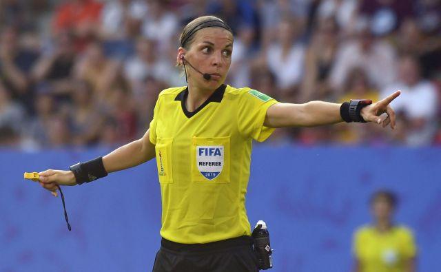 Francoska sodnica Stephanie Frappart se bo vpisala v zgodovino nogometa. FOTO: AFP