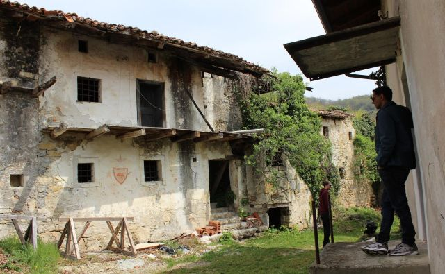 ▶ Obnova vasi se je odmaknila v prihodnje leto. Foto Blaž Močnik