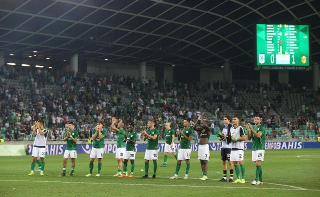 Približno 10.000 navijačev je nagradilo ljubljanske nogometaše kljub porazu s Turki. FOTO: Leon Vidic/Delo