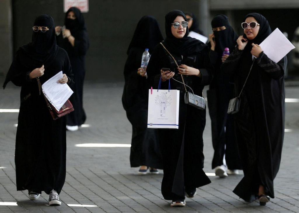Ženske lahko potujejo brez dovoljenja moškega