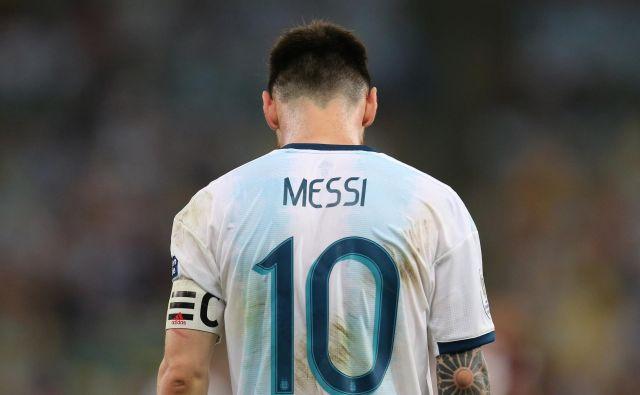 »Bilo je premalo spoštovanja do naše ekipe. Tudi mi bi lahko naredili kaj bolje, vendar obenem nam niso pustili do finala. Korupcija in sodniki niso dovolili, da bi navijači uživali v finalu. To uničuje nogomet,« je dejal Lionel Messi po malem finalu na Copi Americi. FOTO: Reuters