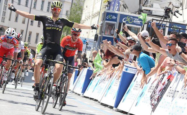 Luka Mezgec je bil najhitrejši v šprintu druge etape dirke po Poljski, v katerem je v Katovicah premagal take ase, kot so Kolumbijec Fernando Gaviria, Nemec Pascal Ackermann, Nizozemec Danny Vanm Poppel. FOTO: Tomi Lombar