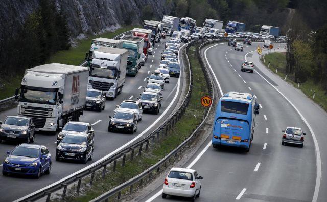 Na policiji voznike pozivajo, naj kljub vročini, gostemu prometu in zastojem ostanejo strpni in upoštevajo cestnoprometne predpise FOTO: Uroš Hočevar