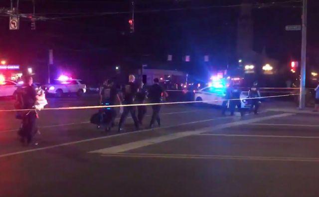 Do streljanja je prišlo okoli 1. ure ponoči pred priljubljenim nočnim klubom v mestu. FOTO: AFP