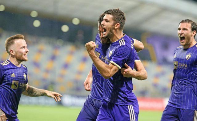 Dino Hotić, Rok Kronaveter in soigralci so dobili zadnje tekmece na poti do lige prvakov. FOTO: Tadej Regent