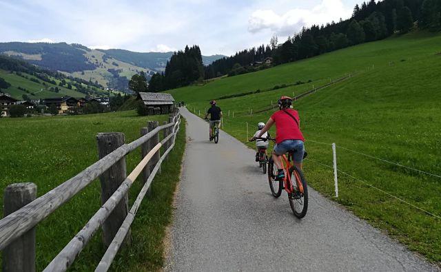 Urejene poti so kot nalašč za družinsko kolesarjenje.