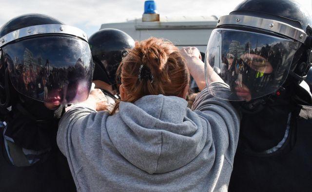 V soboto so v Moskvi aretirali 1074 protestnikov. Foto Afp