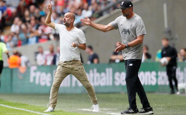Pep Guardiola in Jürgen Klopp sta na prvi tekmi sezone nosila neformalna oblačila in tudi s tem pokazala, da superpokal ni na seznamu njunih prioritet v sezoni. FOTO: Reuters