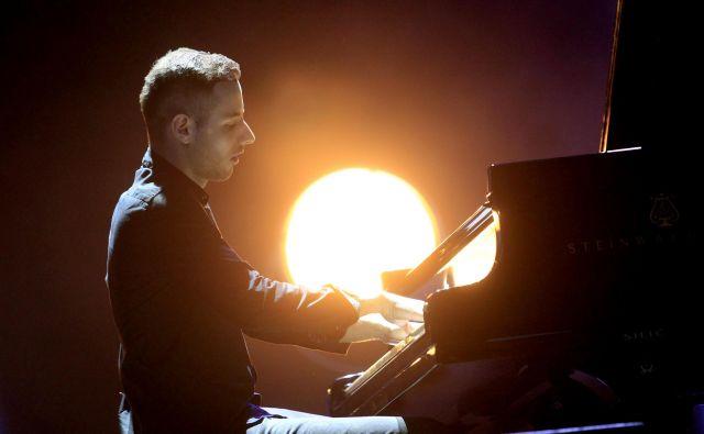 Včasih se mi zdi, da me bolj navduši pet minut fantastične glasbe na letališču kot uro in pol v koncertni dvorani. (Na fotografiji pianist Peter Bence.) FOTO: Roman �Šipić/delo