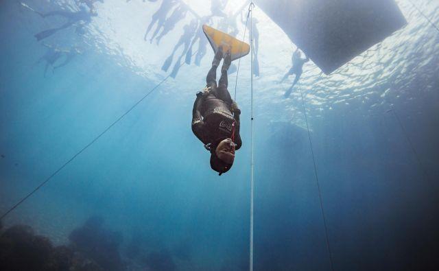 Alenka Artnik je na tekmi za karibski pokal z globine 111 metrov izplavala lahkotno in na površju delovala povsem mirno. Foto Alex St. Jean
