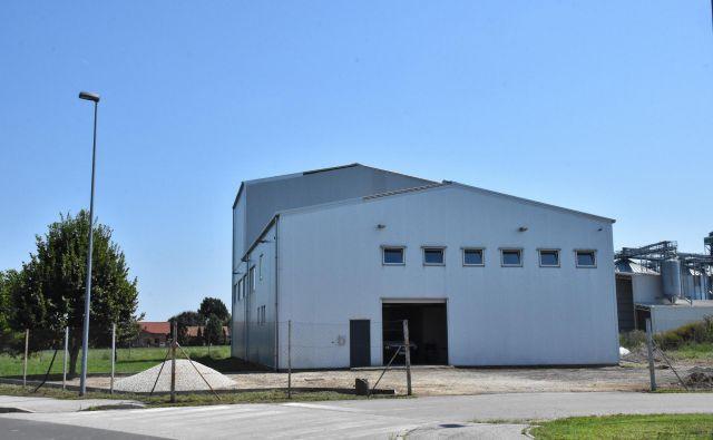V nekdanji tovarni vrečk bo Limec CNC zgradil novo proizvodnjo.<br /> FOTO: Sobotainfo