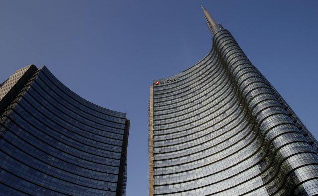 V bančni skupini UniCredit – na fotografiji sedež v Milanu – letos računajo na lepe dobičke. FOTO: Blaž Samec/Delo