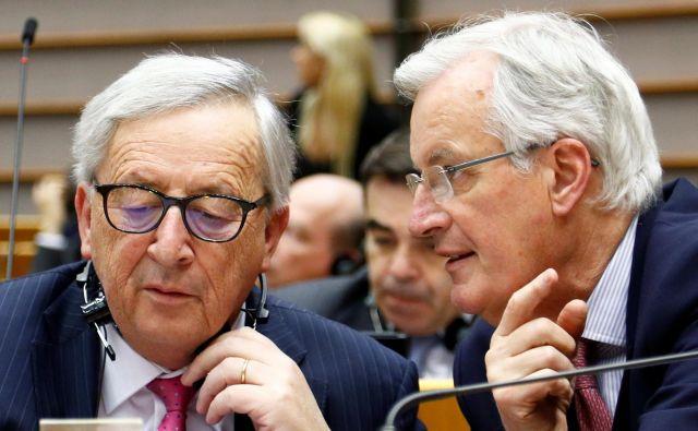 Odhajajoči predsednik evropske komisije Jean-Claude Juncker in njegov glavni pogajalec za brexit Michel Barnier. Foto Reuters