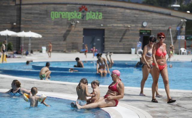 Temperatura vode se v velikem bazenu povzpne do 27, v otroškem pa do 30 stopinj Celzija. FOTO: Leon Vidic/Delo